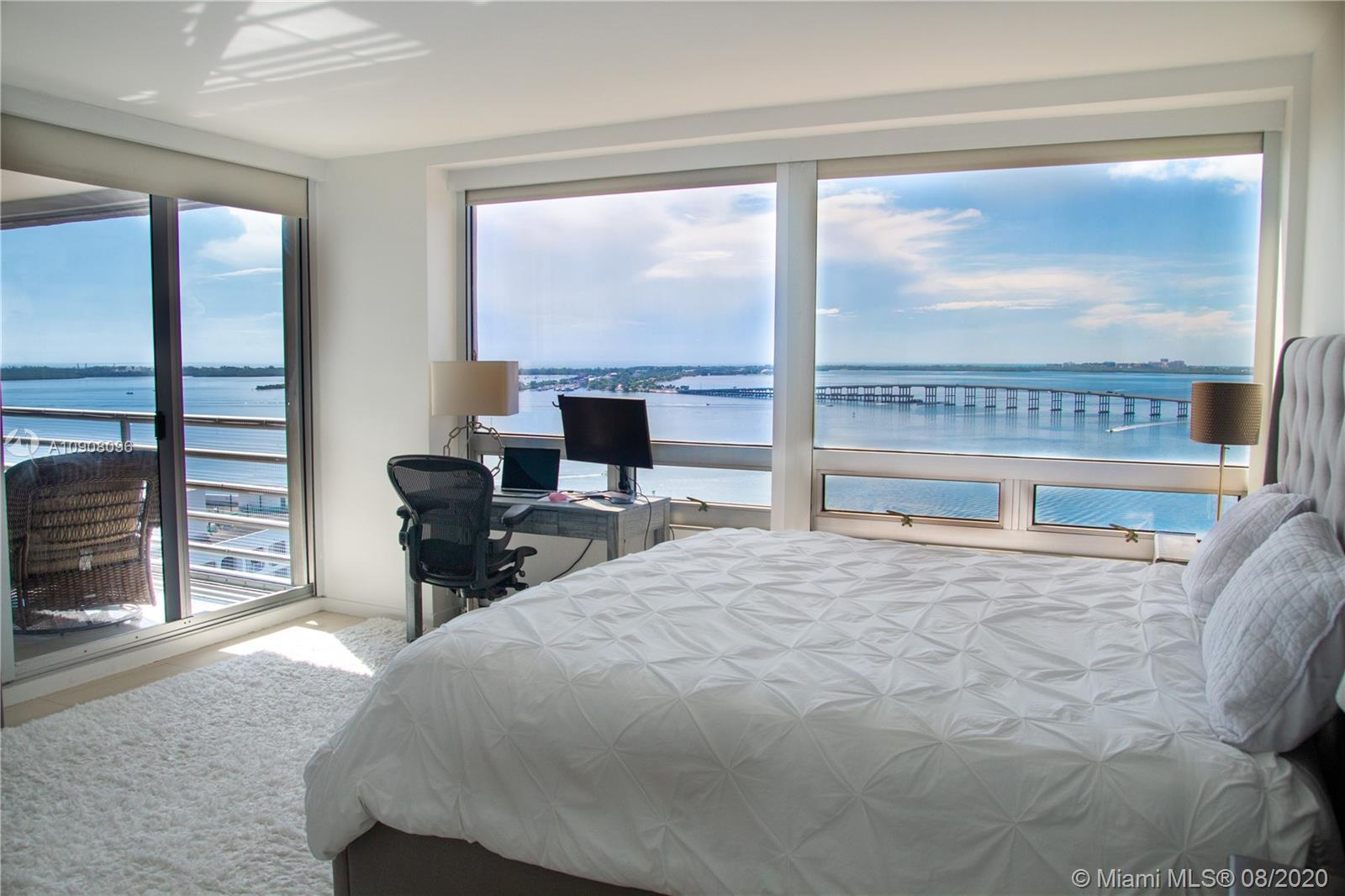 Spectacular Apartment with 270 degrees view to the Bay, Downtown and Brickell Av to the West.