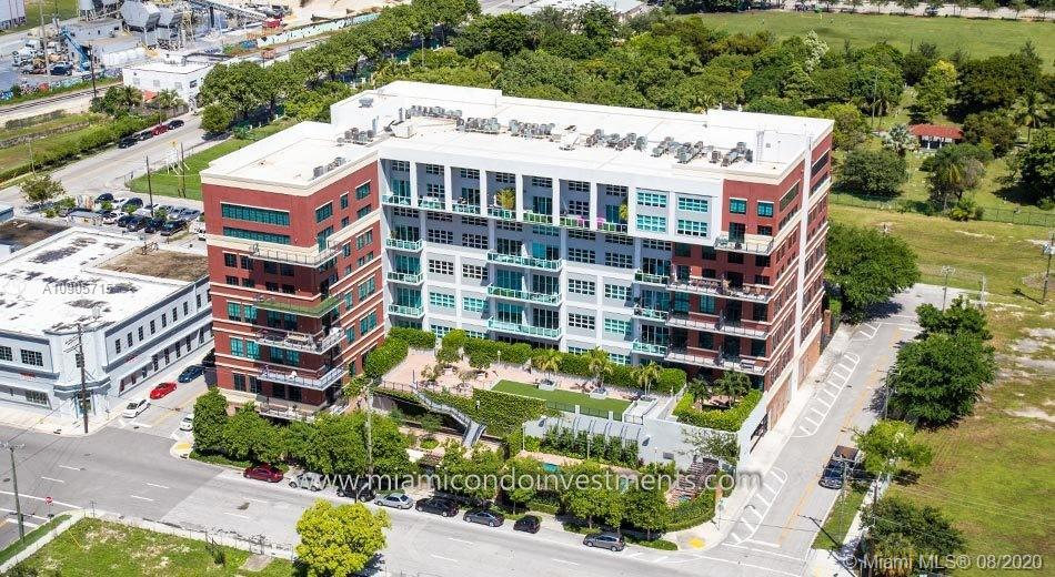 BEAUTIFUL NEW YORK INDUSTRIAL STYLE CONDO LOCATED IN THE HEART OF MIAMI, LARGE OPEN FLOOR PLAN, 15'