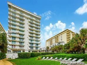 Ocean front luxury condo with partial ocean view.1 Bedroom + Den Easily convertible to second Bedroo