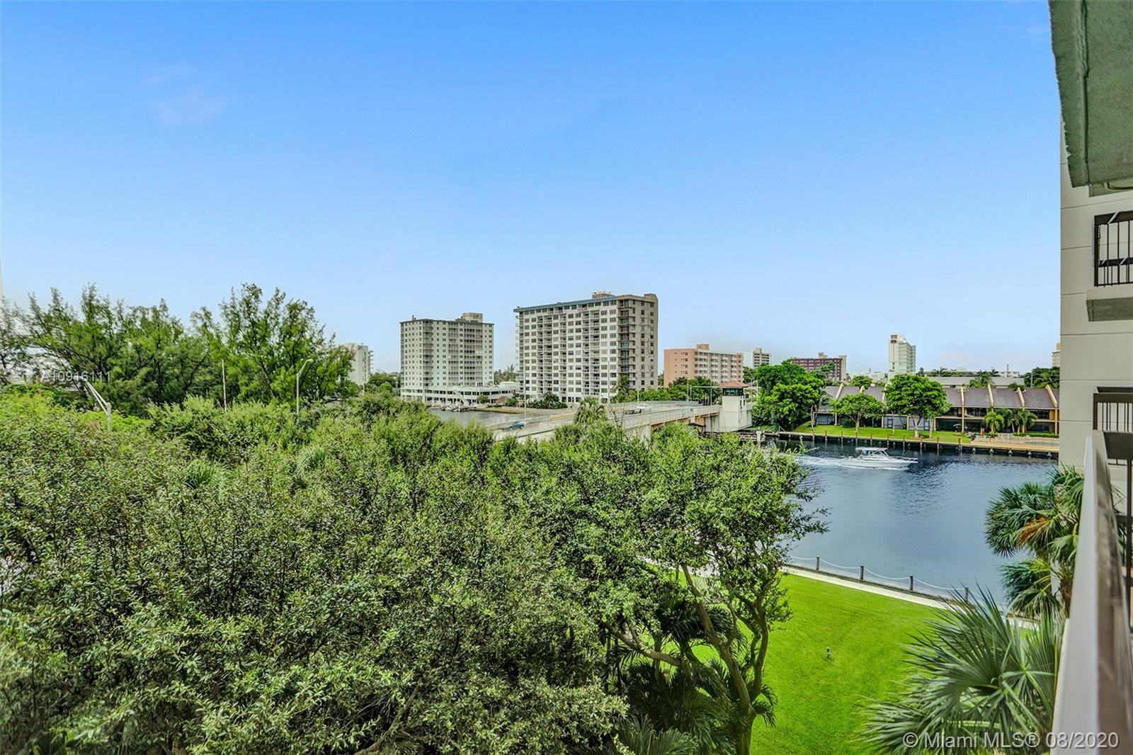 MOTIVATED SELLER! Minutes from the beach! This 2/2 at Pompanos Voyager Condo has Direct intercoastal