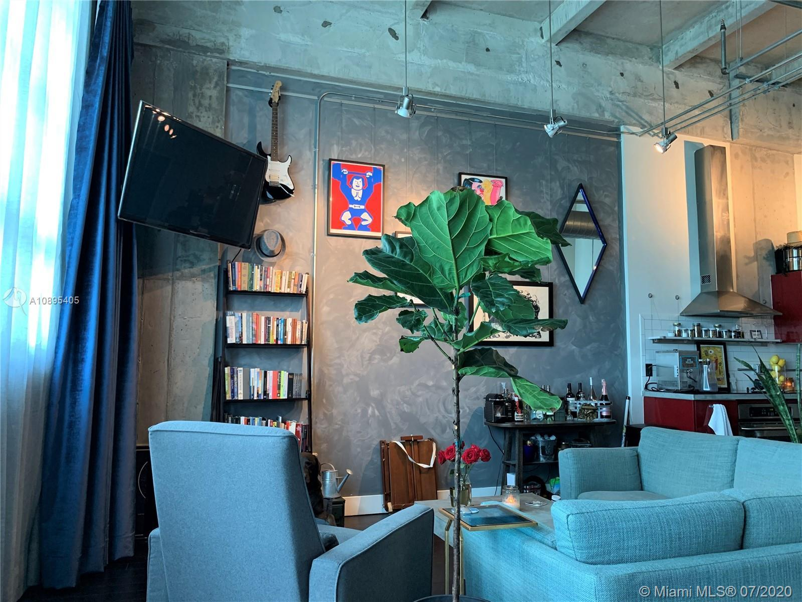 One of a kind industrial loft studio in the heart of the Arts & Entertainment District. Parc Lofts i