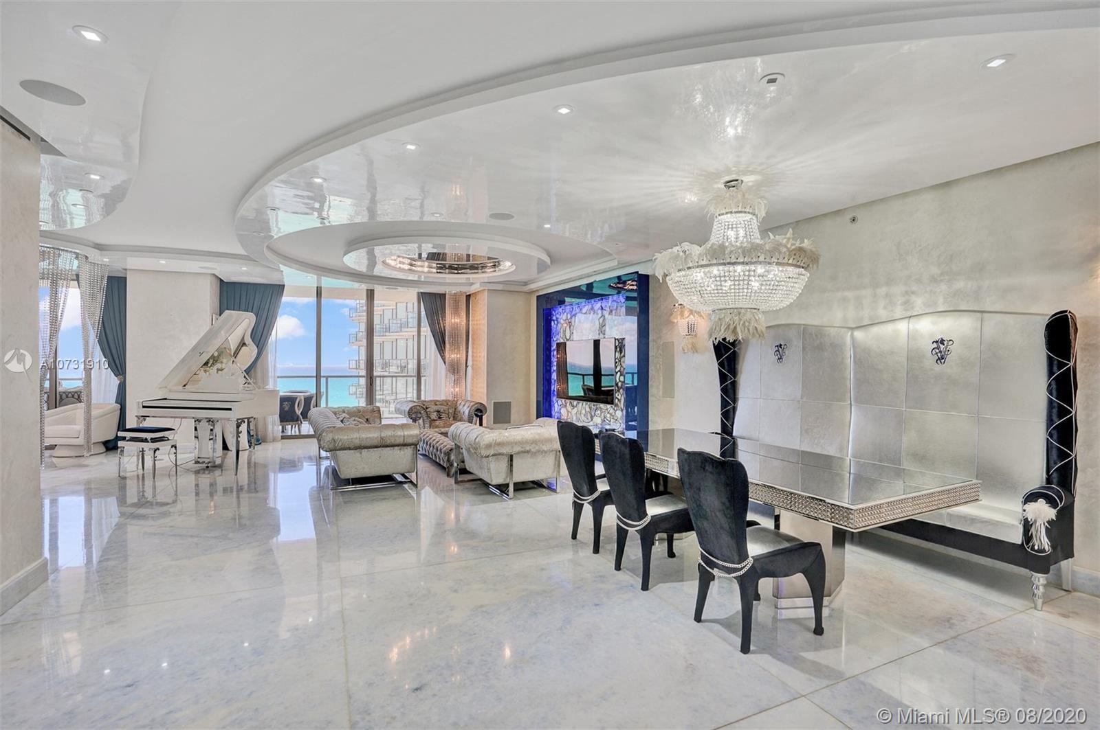 Gorgeous spacious unit with direct ocean and city views, 3 bdr + DEN/3.5bth in St Regis, Bal Harbour