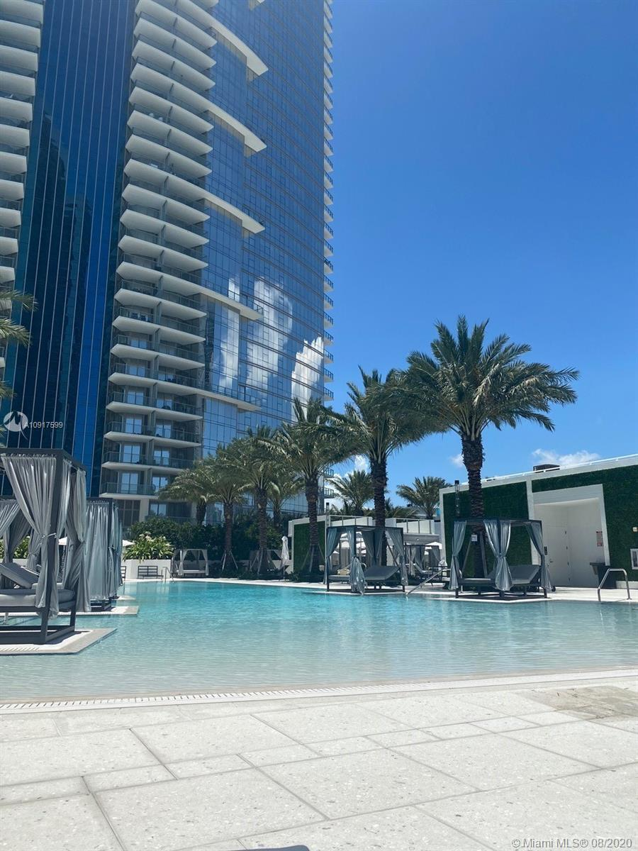 See yourself living at this luxurious and spacious 2 Bed+Den /3 Bath unit located on the 37th Floor