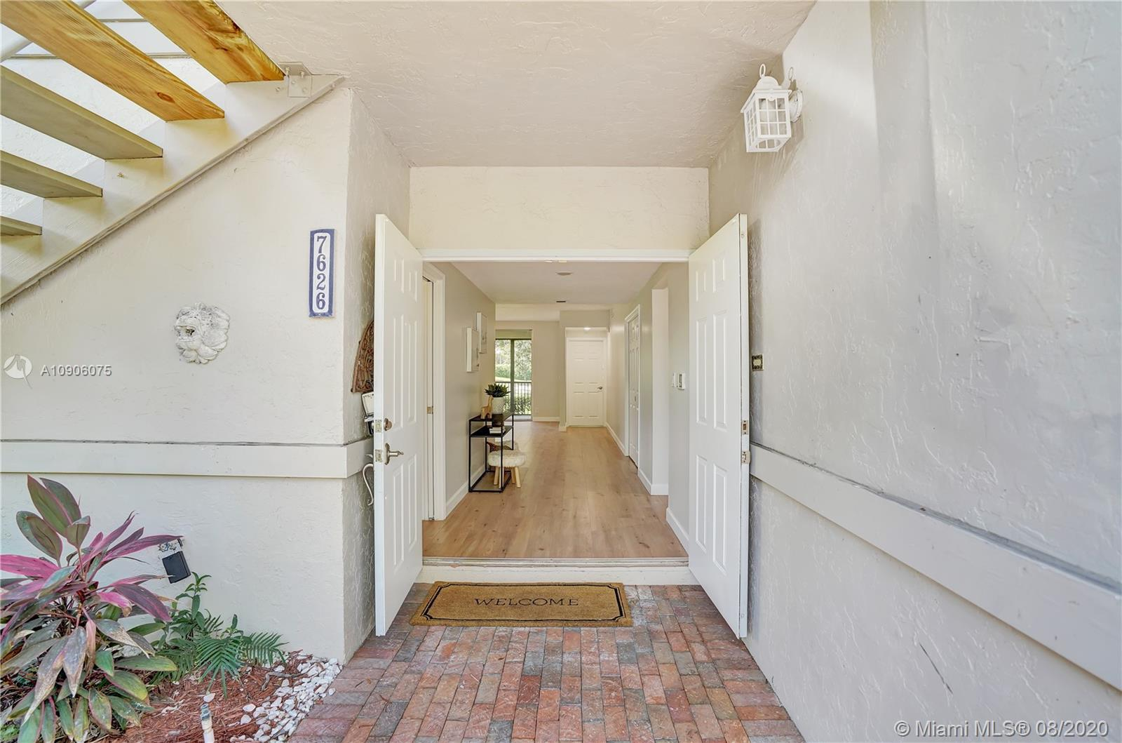 Amazing golf view for this modern renovated 3/2 Corner unit, Larger model in Southwinds, Perfect for