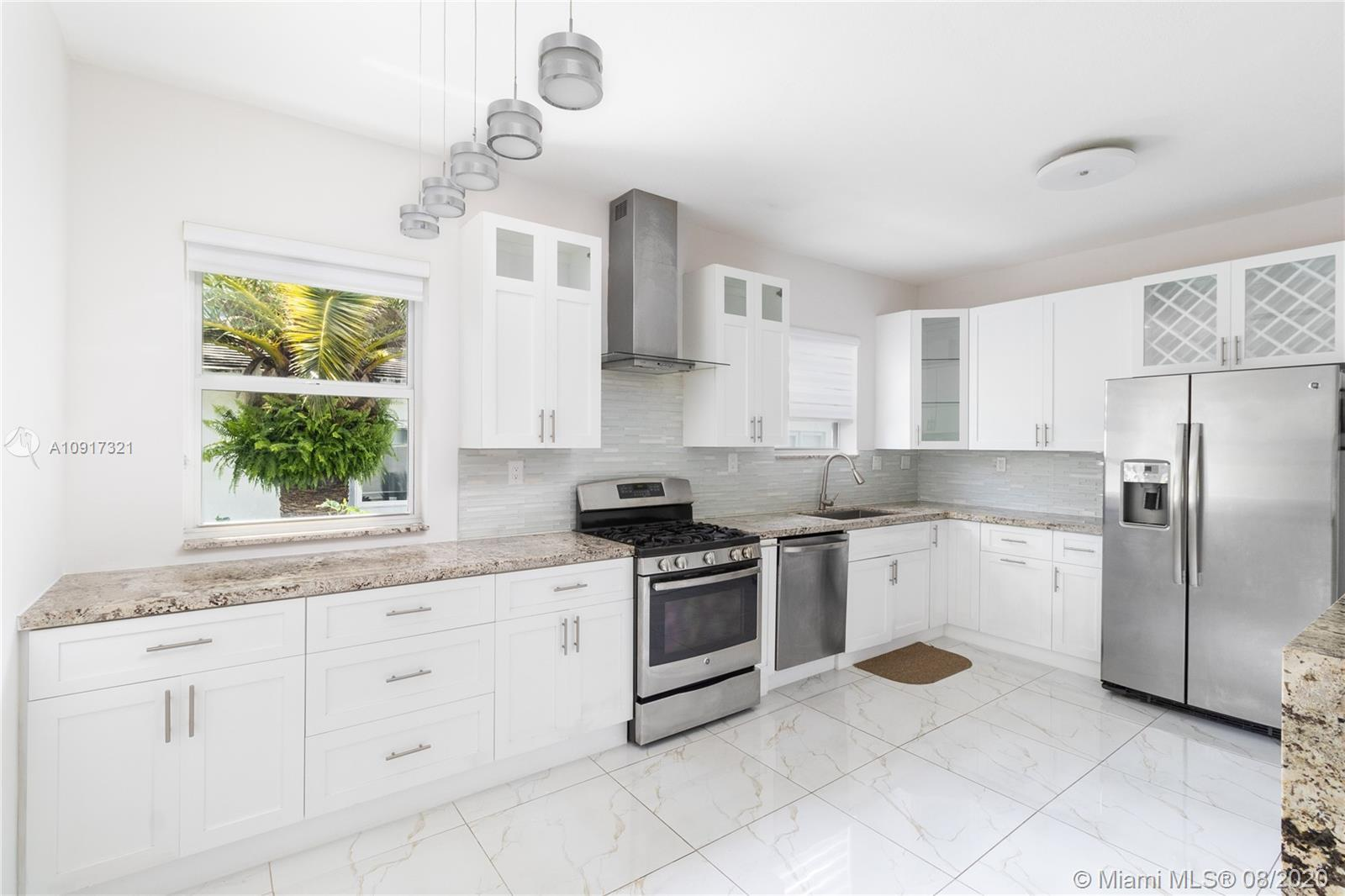 INVESTORS DREAM!!  AMAZING TENANT IN PLACE.  JUST SIT BACK AND COLLECT RENT!! Beautiful Miami beach