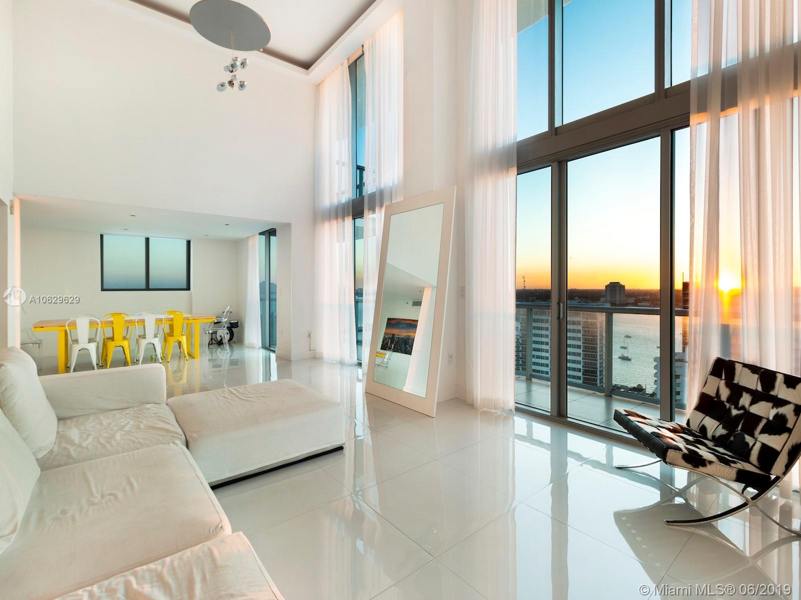 Superb Penthouse in the heart of Miami with stunning and unobstructed views of the ocean, intracoast