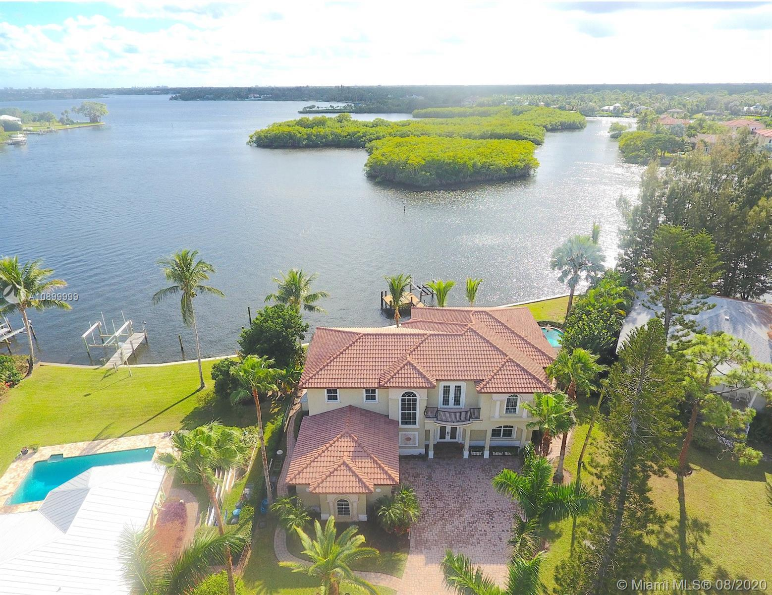 STUNNING LONG WATER VIEWS! Enjoy the best of all worlds: Beautiful waterfront living on Jupiter/Palm