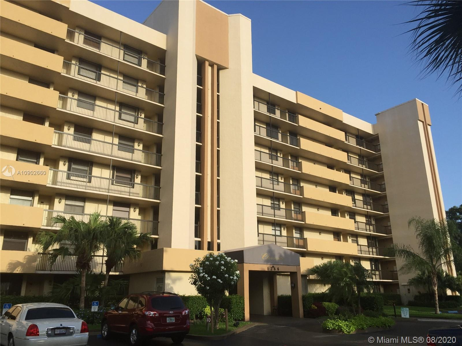 Corner unit partially renovated located on the 7th floor. This spacious 2BD/2BA + Den with 1300 sqft