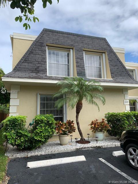 GREAT LOCATION. Huge 2 floors  townhouse with 2086sq.ft. leaving area in Venetian Park 5 minutes to