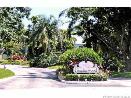 GREAT 3 STORY END UNIT TOWNHOME IN QUIET SOUTHEAST BOCA COMMUNITY. WITH 2 BEDROOMS AND A 3rd BEDROOM