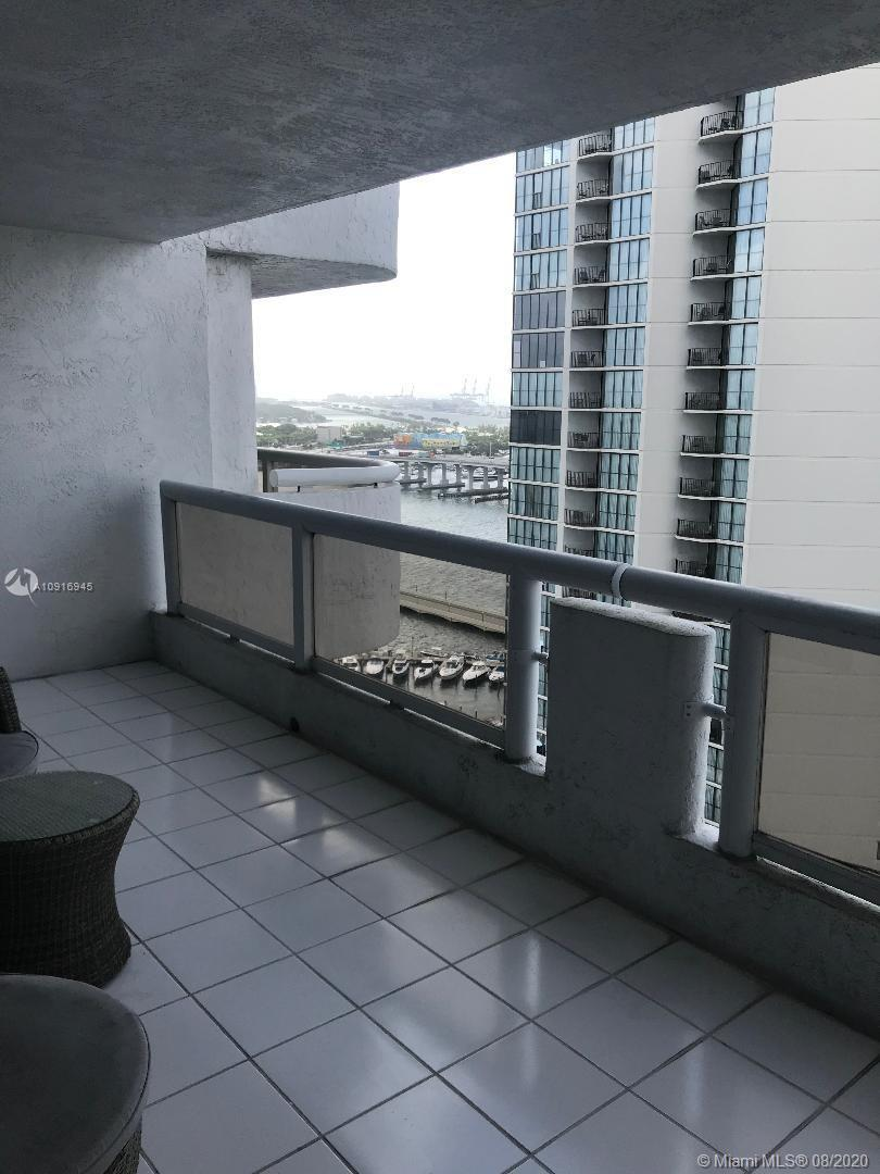 FAB UNIT VERY SPACIOUS, CLOSE TO BEACH DOWNTOWN. VIEWS OF BAY, PORT OF MIAMI, OCEAN FROM BALCONY. GR