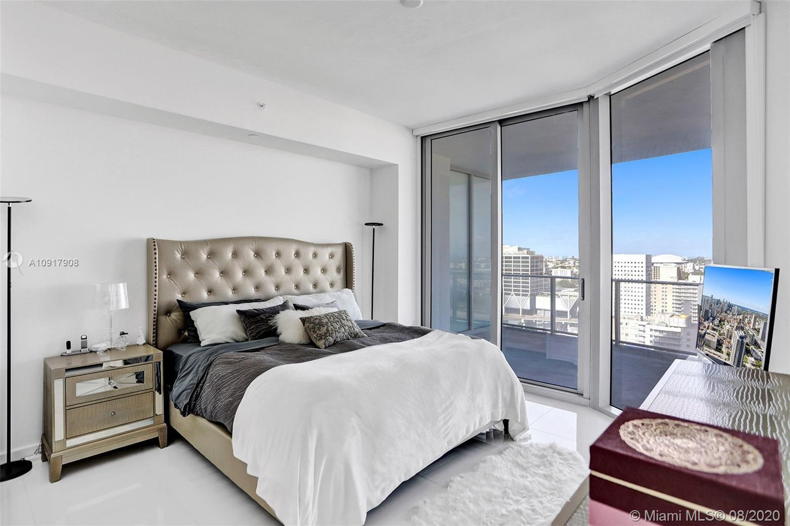 LISTED FOR SALE. Spacious 1 Bedroom / 2 Bathrooms + DEN in famous PARAMOUNT WORLD CENTER. 1,491 SQ F