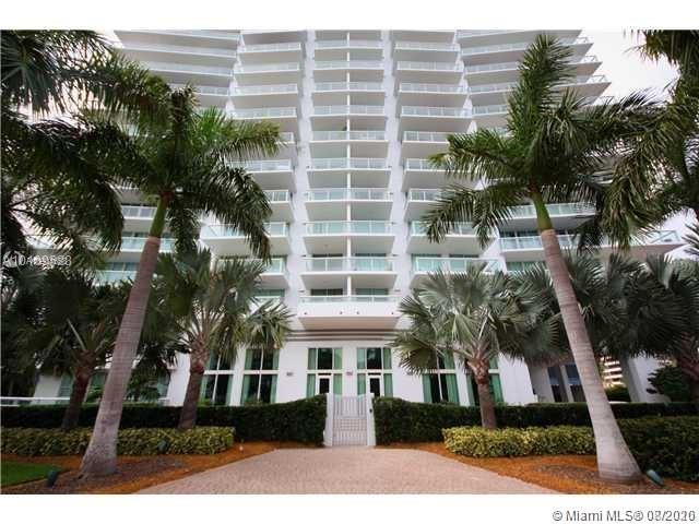 GORGEOUS 2/2 LOCATED IN THE VENETIAN CAUSEWAY,STUNNING VIEWS OF THE BAY AND THE CITY. AUTOMATIC BLAC