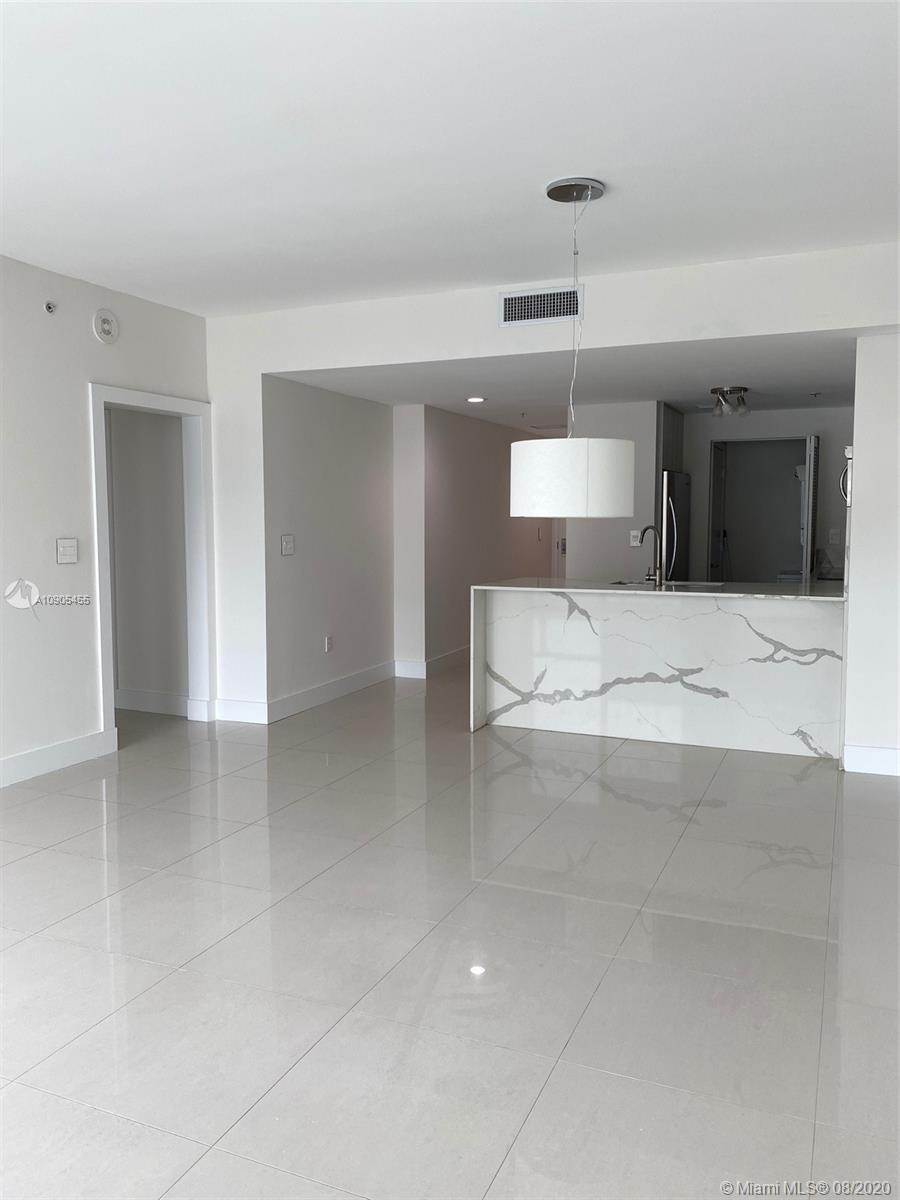 AMAZING VIEWS FROM THIS 31ST FLOOR IN DOWNTOWN MIAMI... 1 BED 1 BATH WITH PORCELAIN FLOORS, GOURMET
