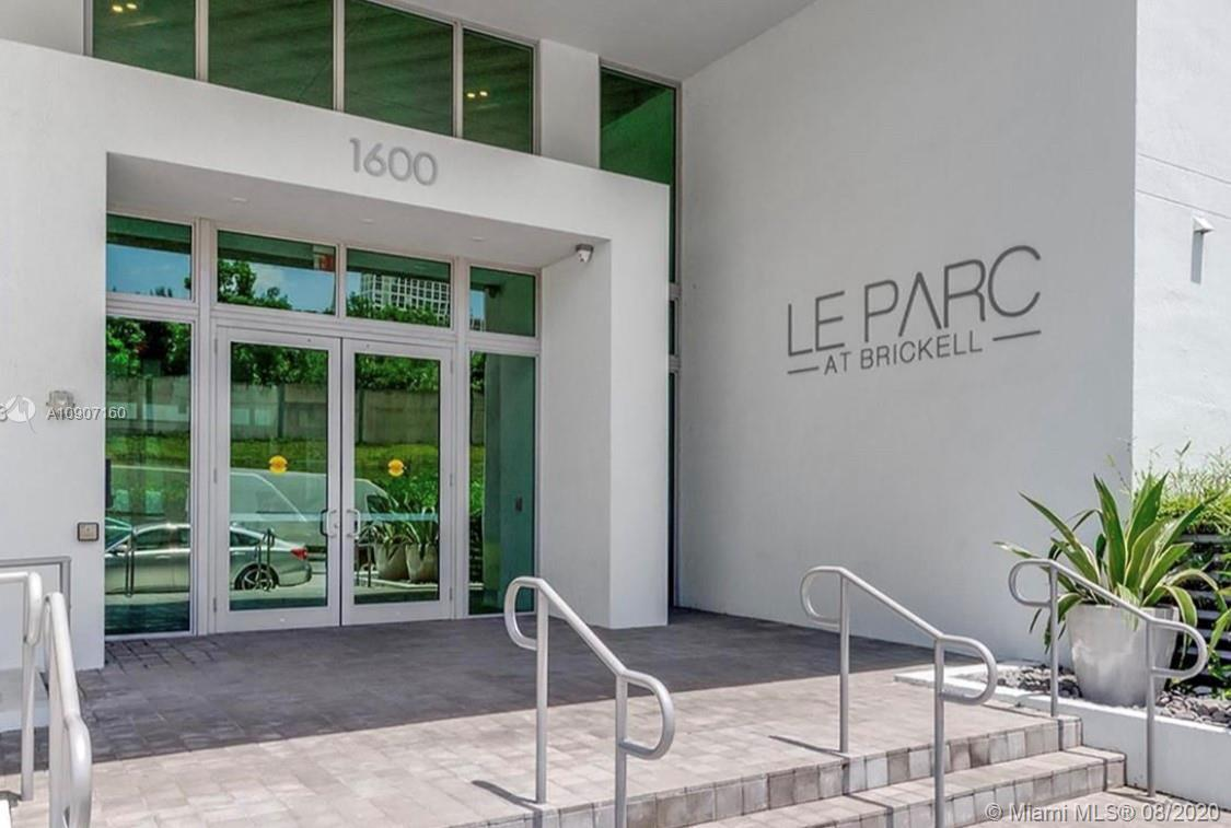 WELCOME TO A GORGEOUS IN LE PARC AT BRICKELL, A LUXURY BOUTIQUE ONE BEDROOM ONE BATH ROOM UNIT AT 7T
