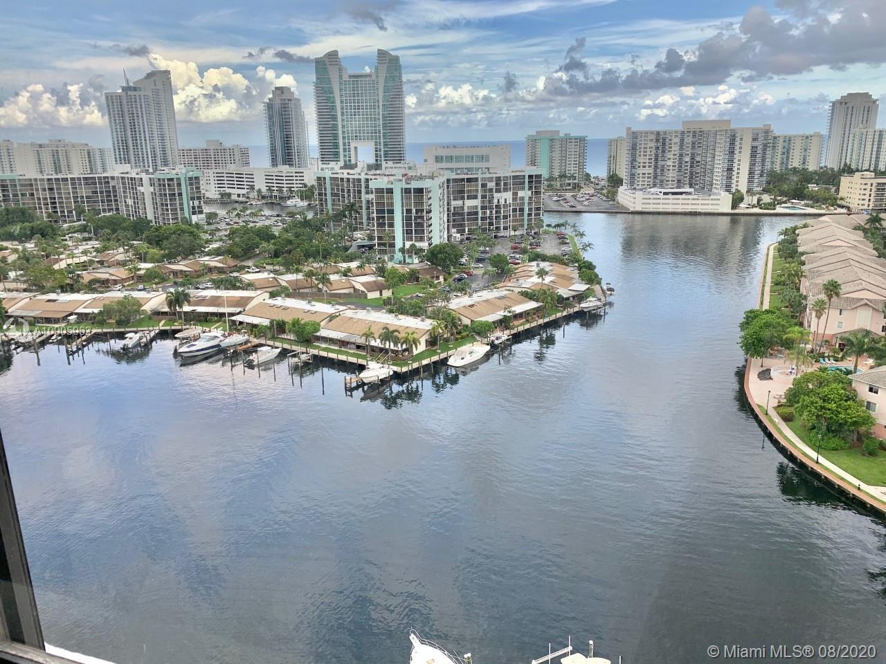 BOATER'S PARADISE! IMAGINE WAKING UP TO THIS VIEW EVERY MORNING! HUGE UNIT IN INTRACOASTAL FRONT BUI