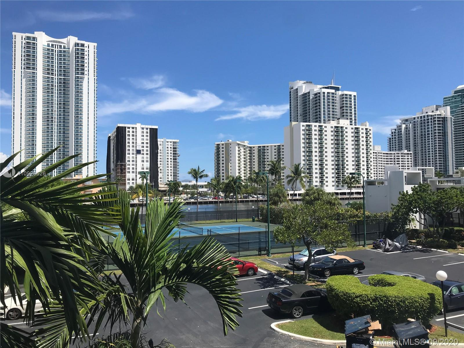 Amazing Find! This spacious and sunny unit has great intracoastal! Unit is fully renovated, includin
