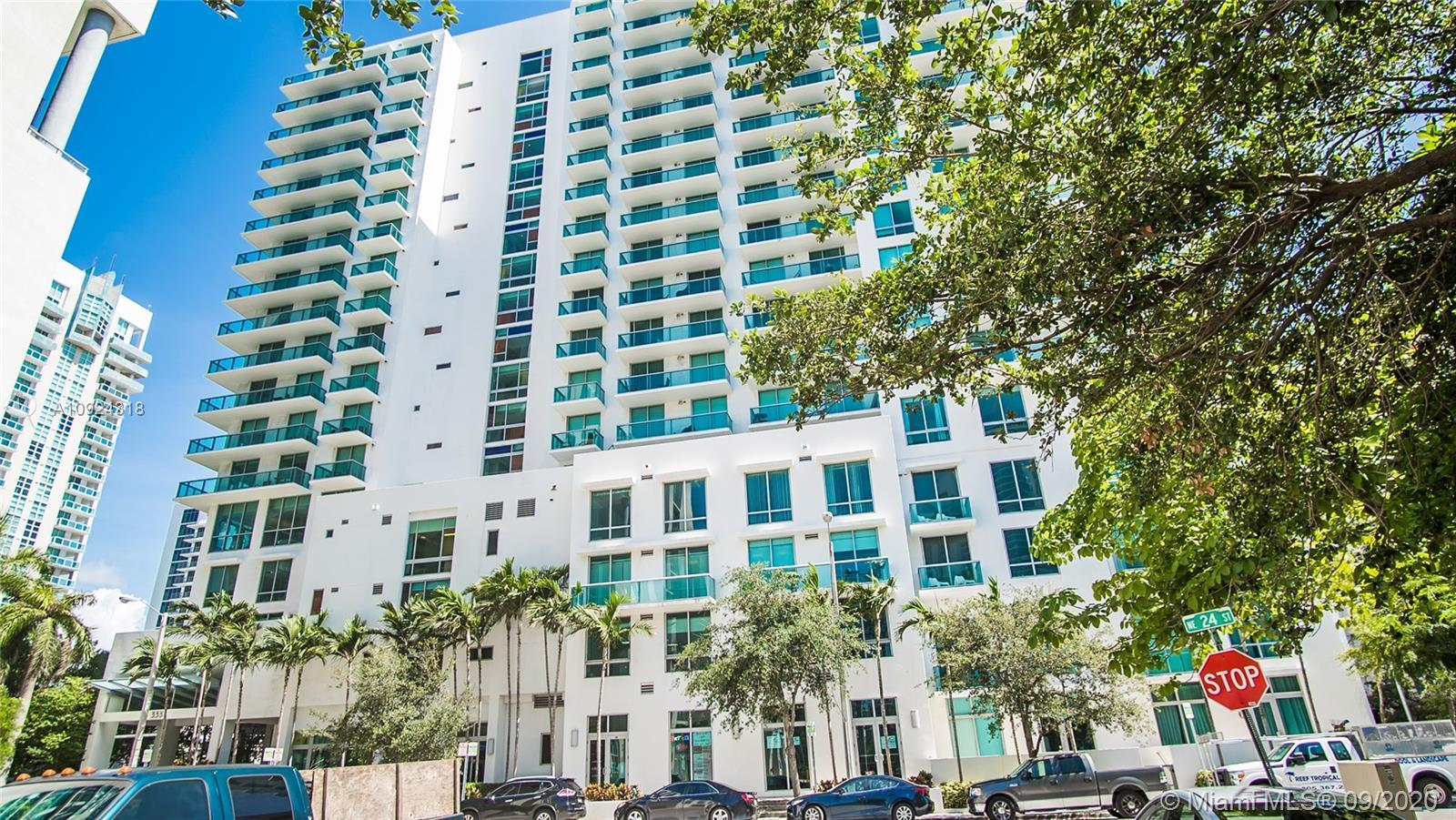 Rarely available Mr. and Ms. Clean fully equipped 1/1 + Den/Office cozy condo in Edgewater, Miami. E