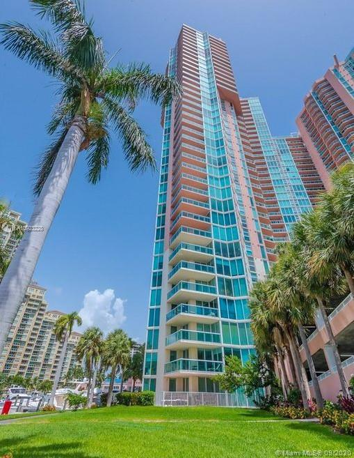 Enjoy endless water views in this rarely available 24th floor 07 lines.   Situated perfectly this