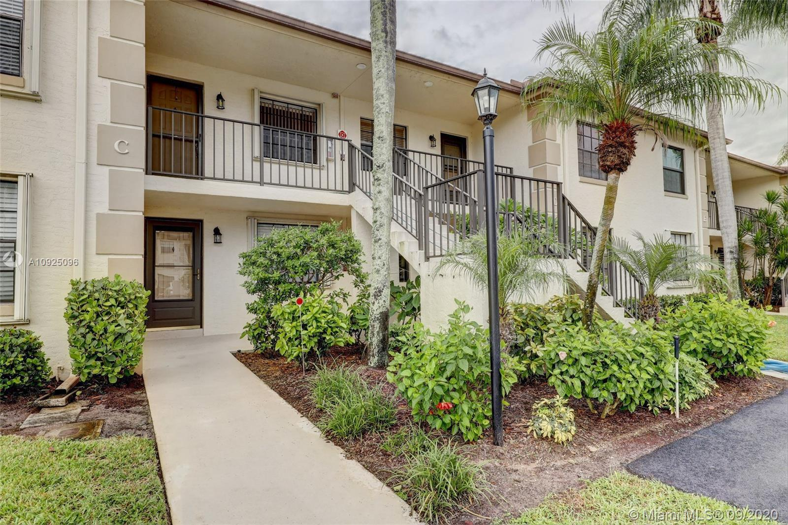 Immaculate, 2/2, 1st Floor unit, on the golf course,... move-in ready! This is an excellent opportun