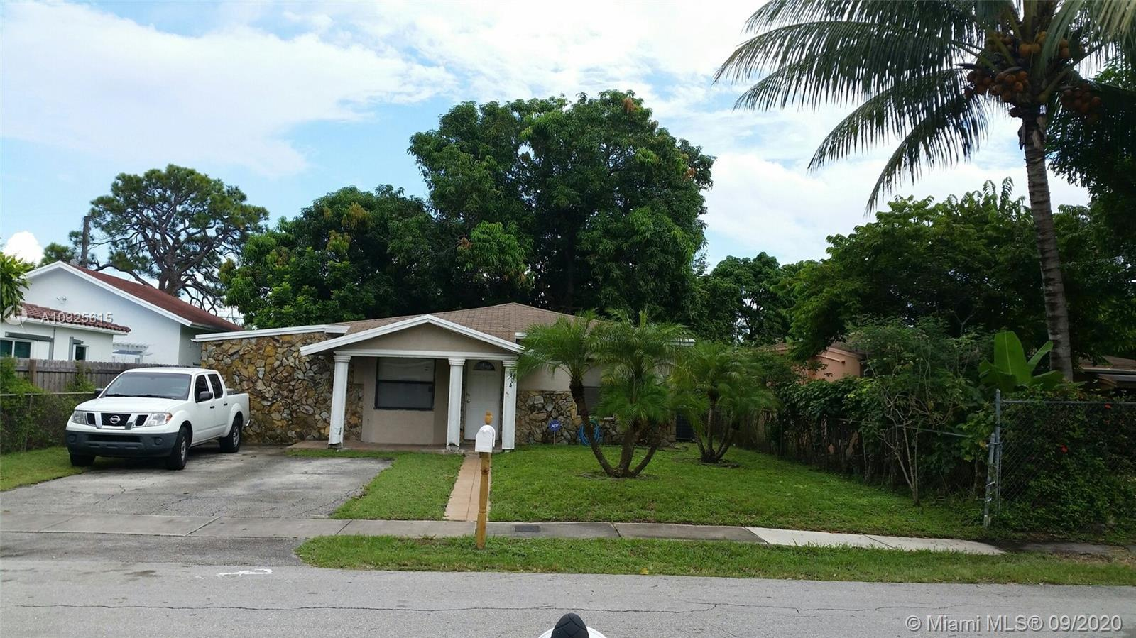 Beautiful 3/2 house in a desired area. Close to I-95, Home depot, Publix, downtown, the beach. A lot