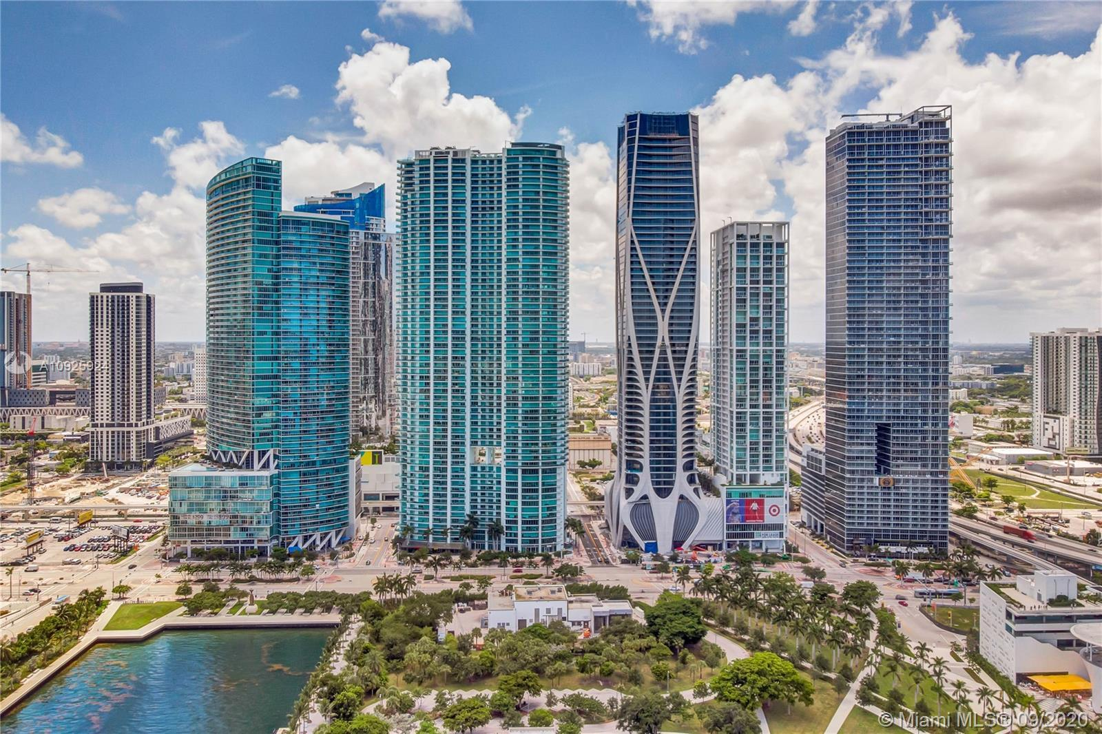 Large 3 bedrooms + Den, 3 Full Baths flow through the unit overlooking Biscayne Bay Views, City, Por