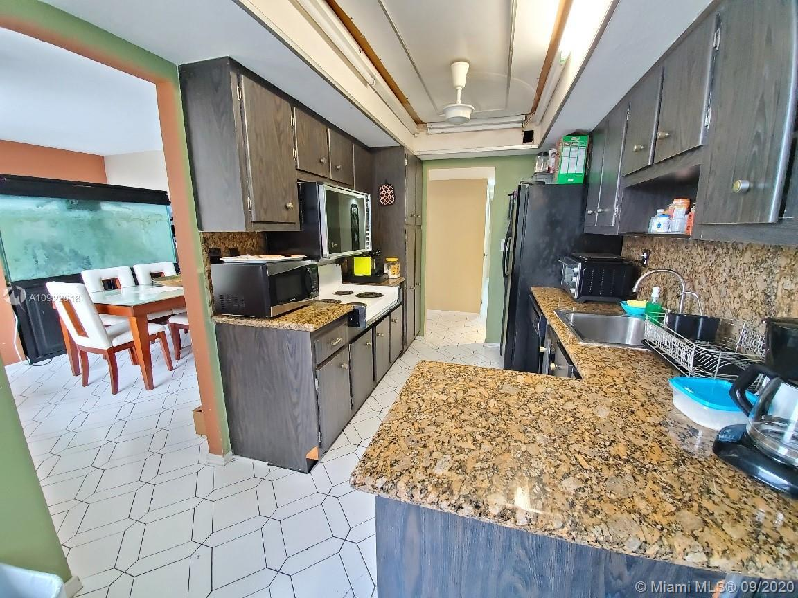 Rare to find , Great Pent House available for Sale!! Only 8 Ph's in complex as corner units and this