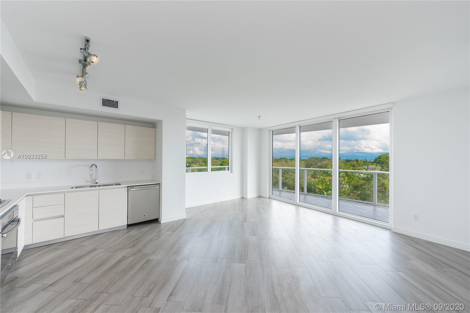 Amazing building with the best amenities! 2 beds 2 baths with a great open view. Big Balcony. Parkin