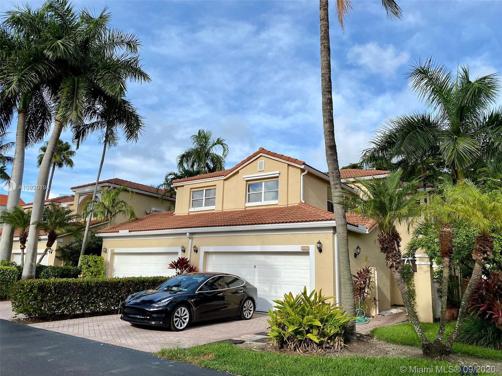 Beautiful Spinnaker Bay Townhouse, vaulted ceiling, upgraded bathrooms, converted garage to make ano