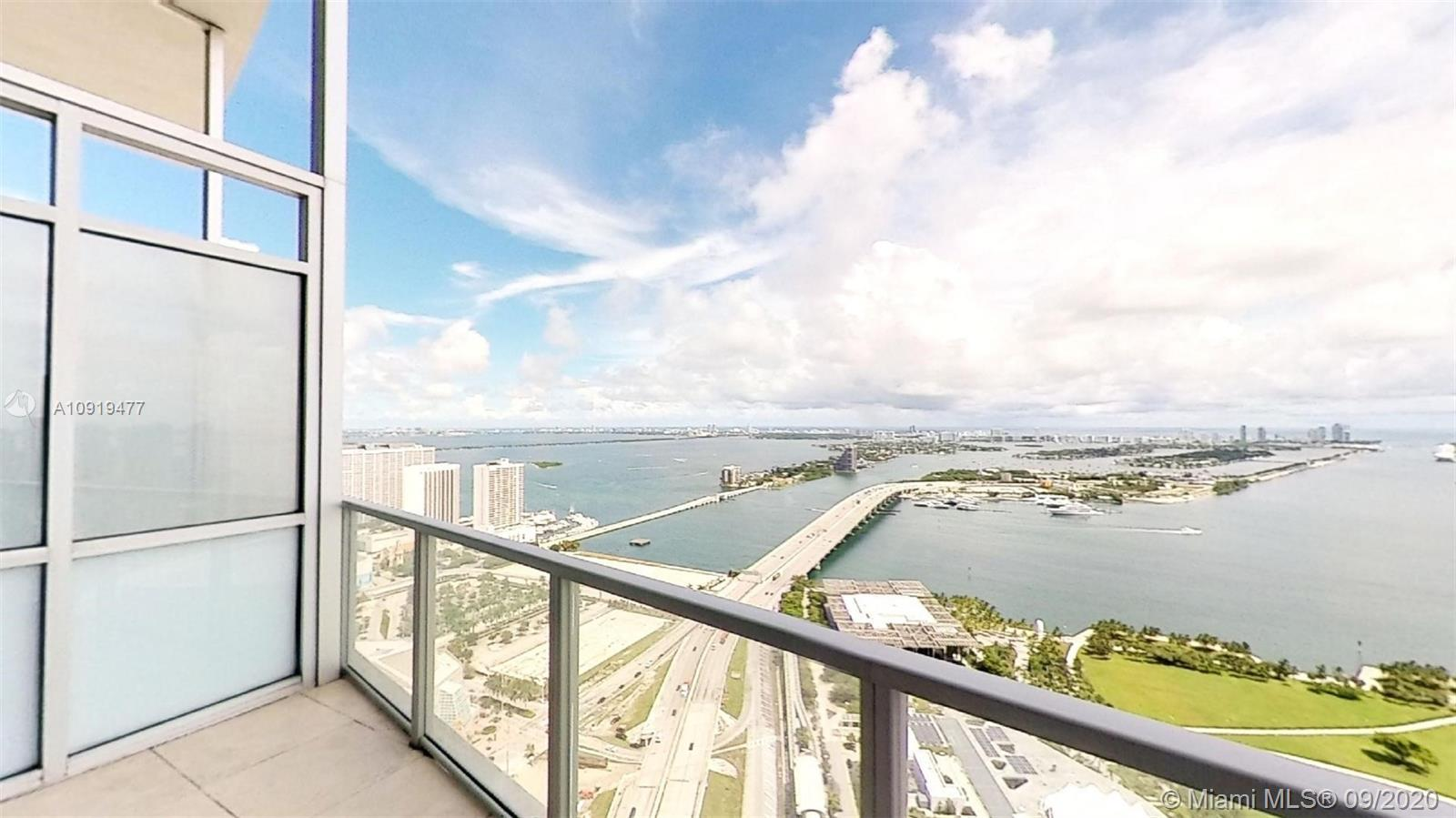 BEST VIEWS IN MIAMI. WALKING DISTANCE FROM AMERICAN AIRLINE AREA. Close to all main highways 395, I-