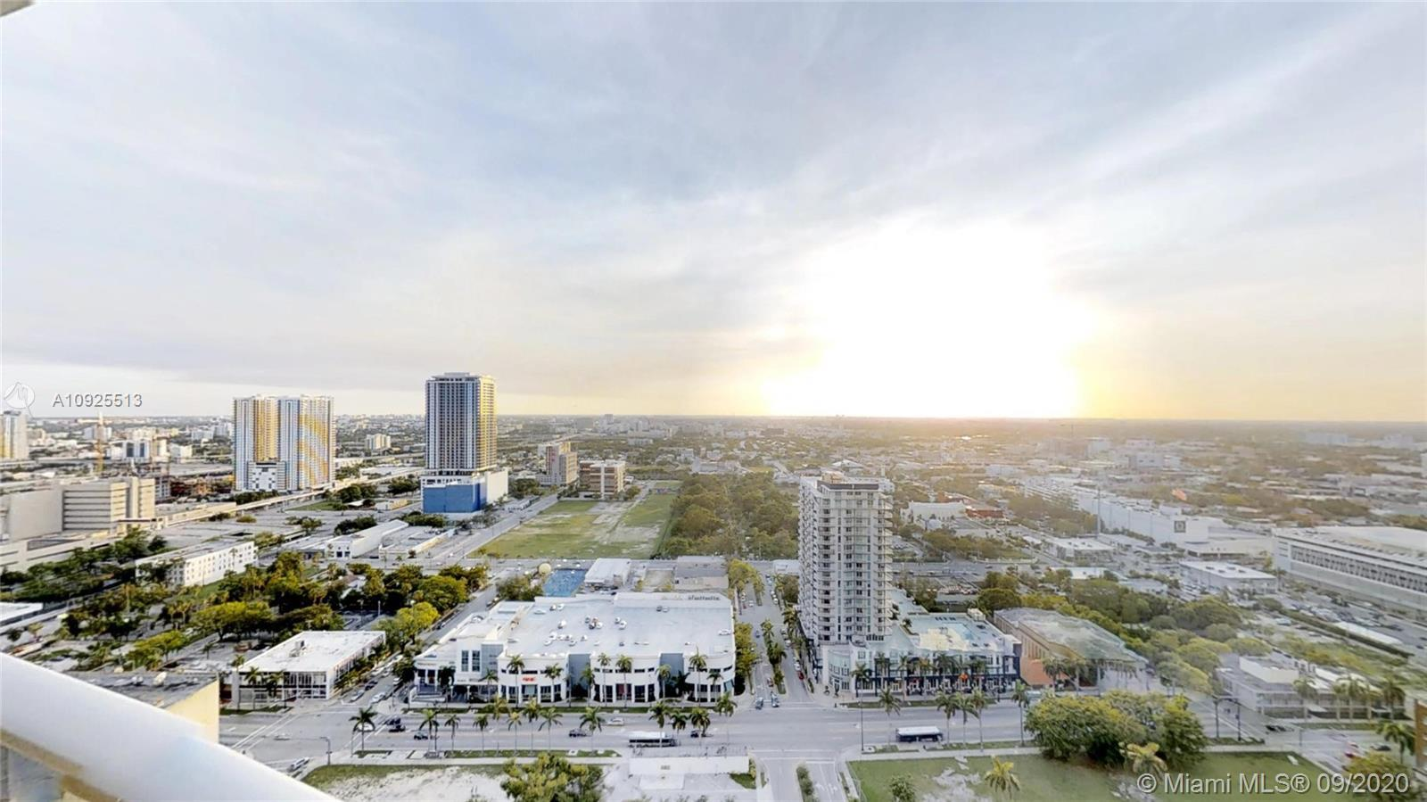 Aria on the Bay overlooking unit at the 30th floor, expansive sky terrace with panoramic Miami city
