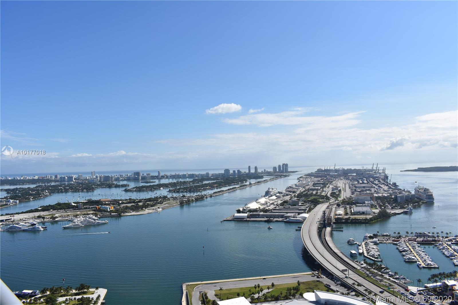 AMAZING UNIT!! IN THE HEART OF DOWNTOWN STEPS FROM BAYSIDE AND THE AMERICAN AIRLINES ARENA. 2/2 UNI
