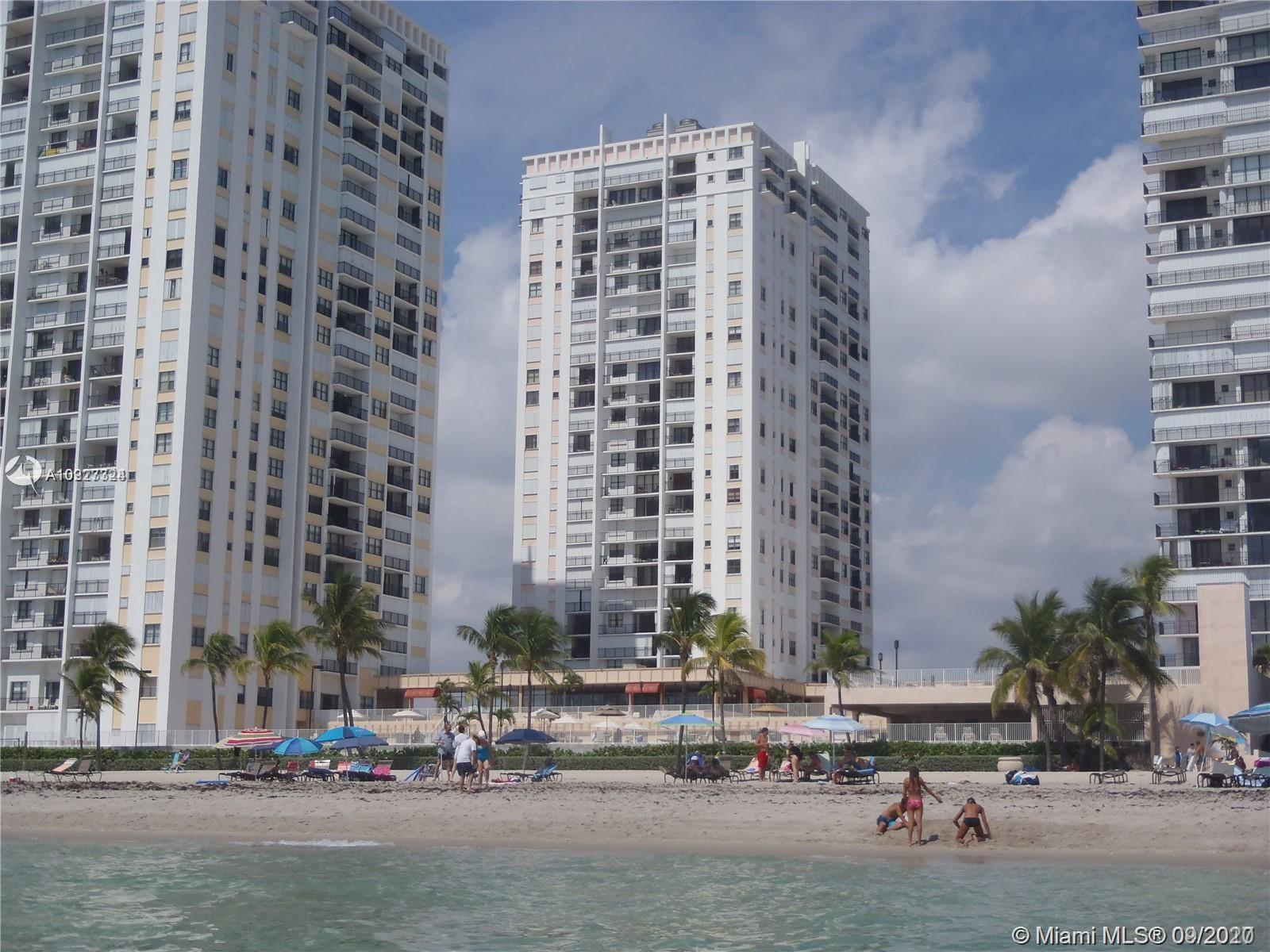 Spacious and bright 2 bedroom 2 bathroom unit on the Beach with Ocean view. Ceramic floor throughout