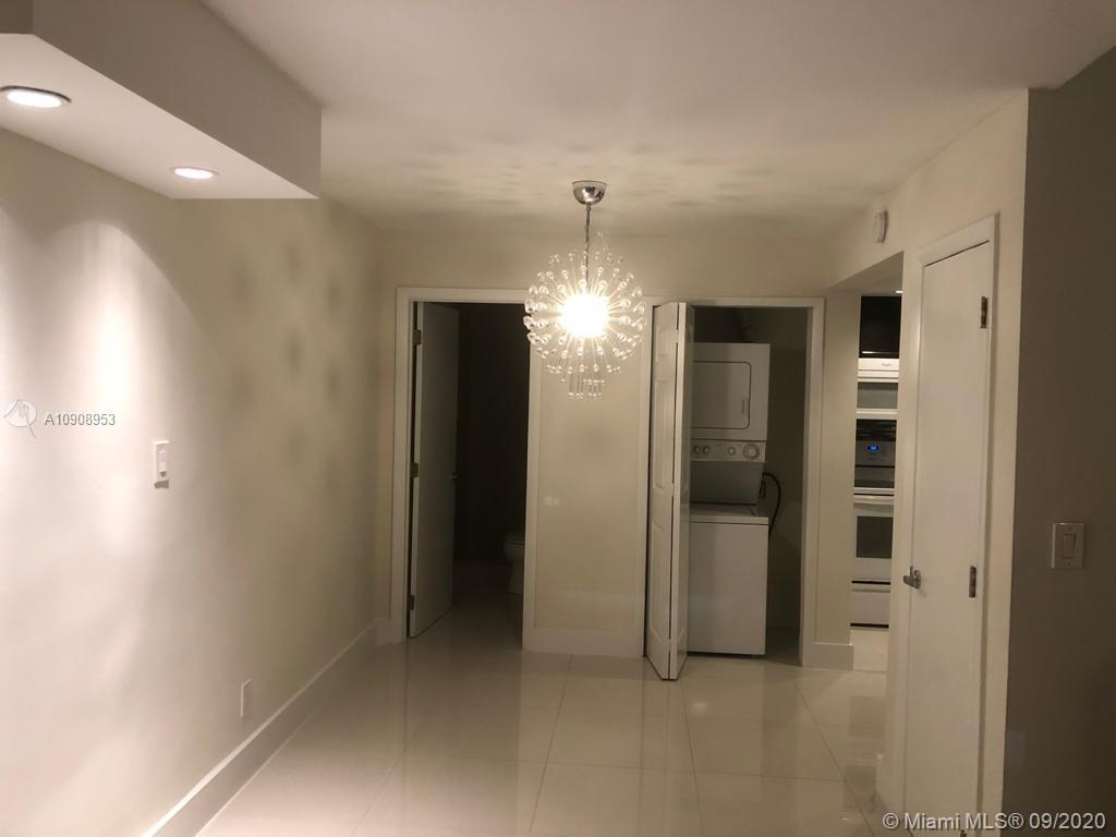 Located on Brickell Avenue, in the middle of Brickell and Downtown area, this lovely unit in a remod