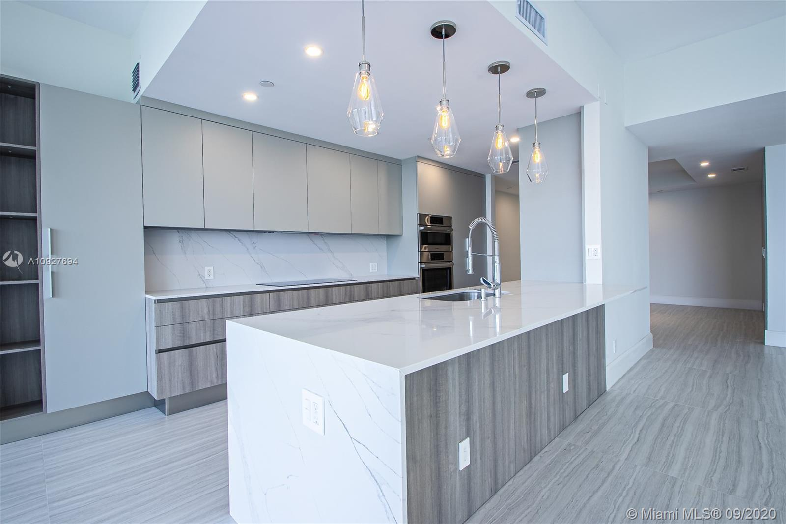NEW!! WILLIAMS ISLAND LUXURIOUS TOWNHOME. THIS FULLY RENOVATED 3 BEDROOM PLUS DEN,  3.5 BATHROOM TO