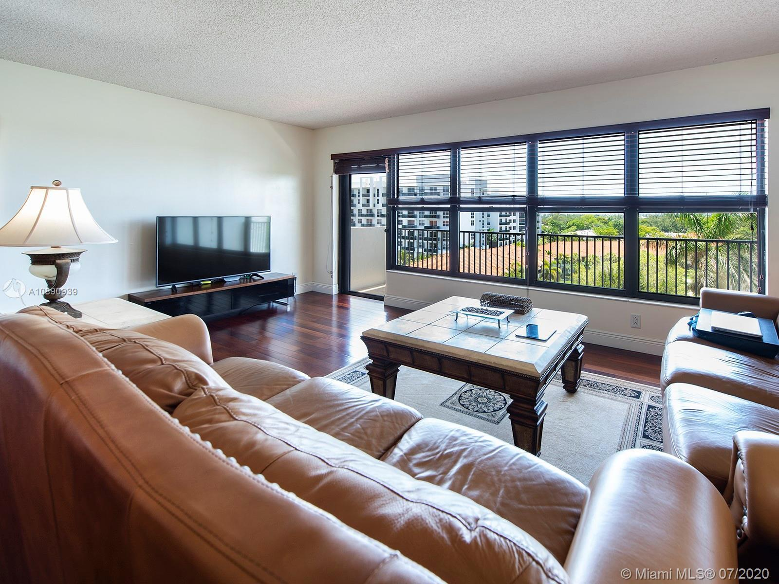 Relax in tranquility and enjoy the expansive views overlooking the boat docks and Fort Lauderdale sk