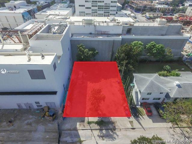 Vacant Residential lot next to Miami Design District stores. No Historic zoning!