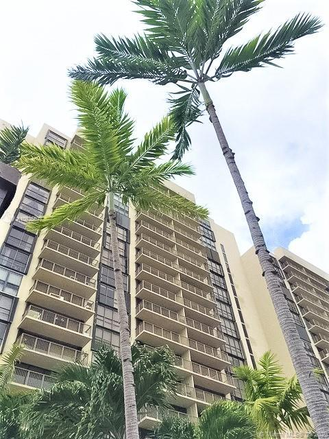 Beautiful Brickell Bay condo in coveted Costa Bella! Spacious open layout living and dining plus off