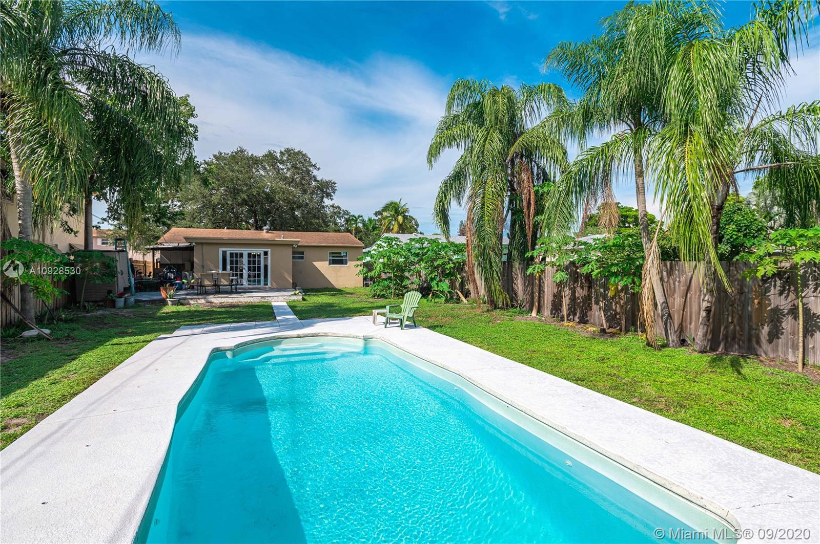 Beautiful Classic home located in a quiet family neighborhood located in Hollywood East of 95. Singl