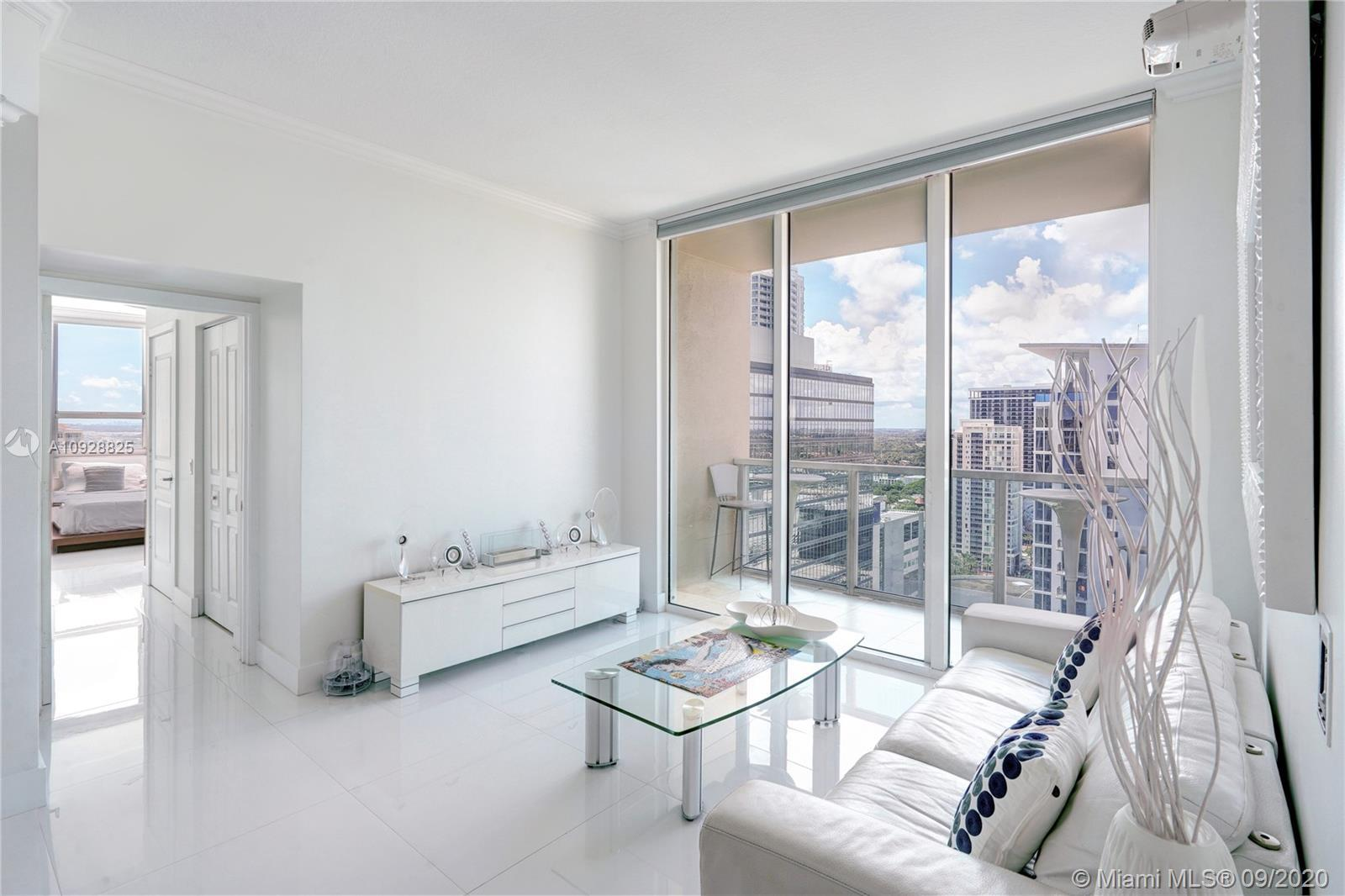 RARE PENTHOUSE FLOOR UNIT in the Heart of Las Olas. Desirable Split Floor Plan with 10' Ceilings, 2