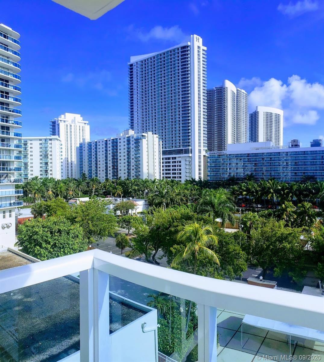 BREATHTAKING VIEWS, BEST line in Hallmark ! 2 bedrooms 2 bath HUGE CORNER unit with beautiful views