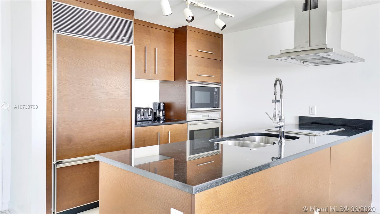 Welcome your new home here at the 4706 unit! Enjoy this bright and stunning 1 bed, 1 bath condo in V