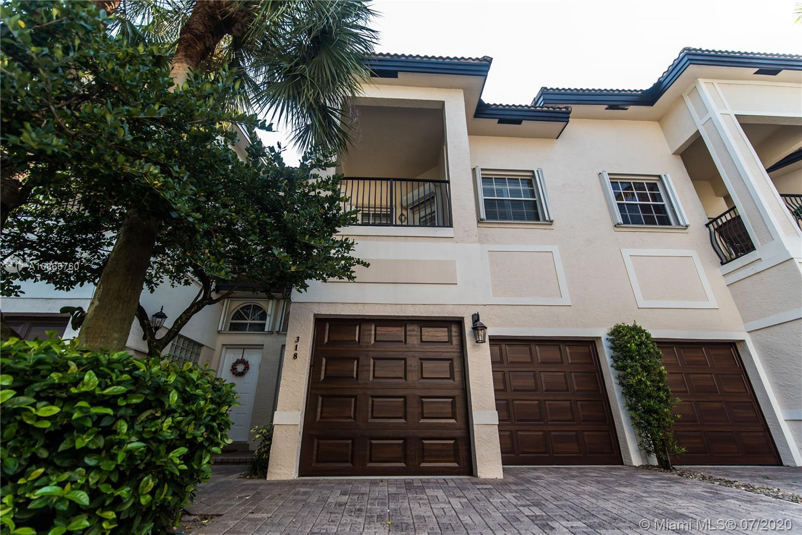 Designer 3/2.5 Gated Townhouse with Two Car Garage. Great Location. Walk to Las Olas. The first floo
