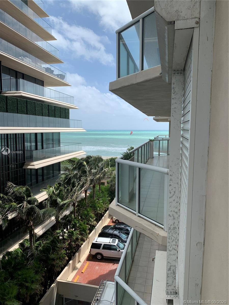 Gorgeous freshly painted 2 Bedrooms and 2 Bathrooms condo. Marble and carpet floors. Beautiful ocean