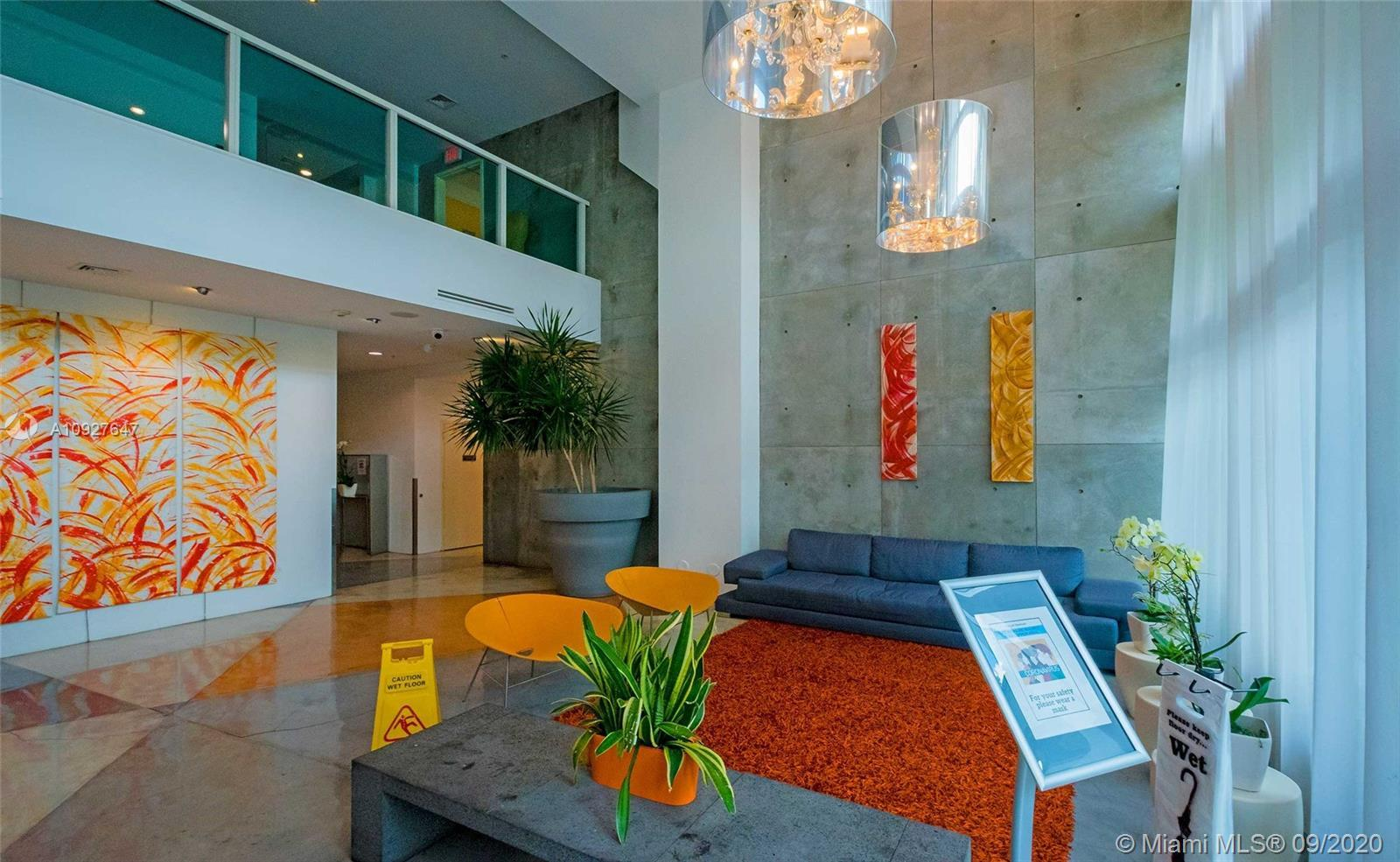 A SPACIOUS AND MODERN 2/2 LOFT STYLE UNIT IN THE HEART OF DOWNTOWN MIAMI, CLOSE TO METRO MOVER. PARK