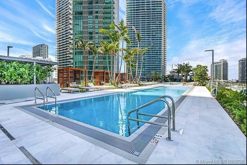 LOCATION LOCATION. EXCELLENT OPPORTUNITY TO OWN A 3 BEDS 3 BATHS 1/2 CORNER UNIT WITH AN SPECTACULAR