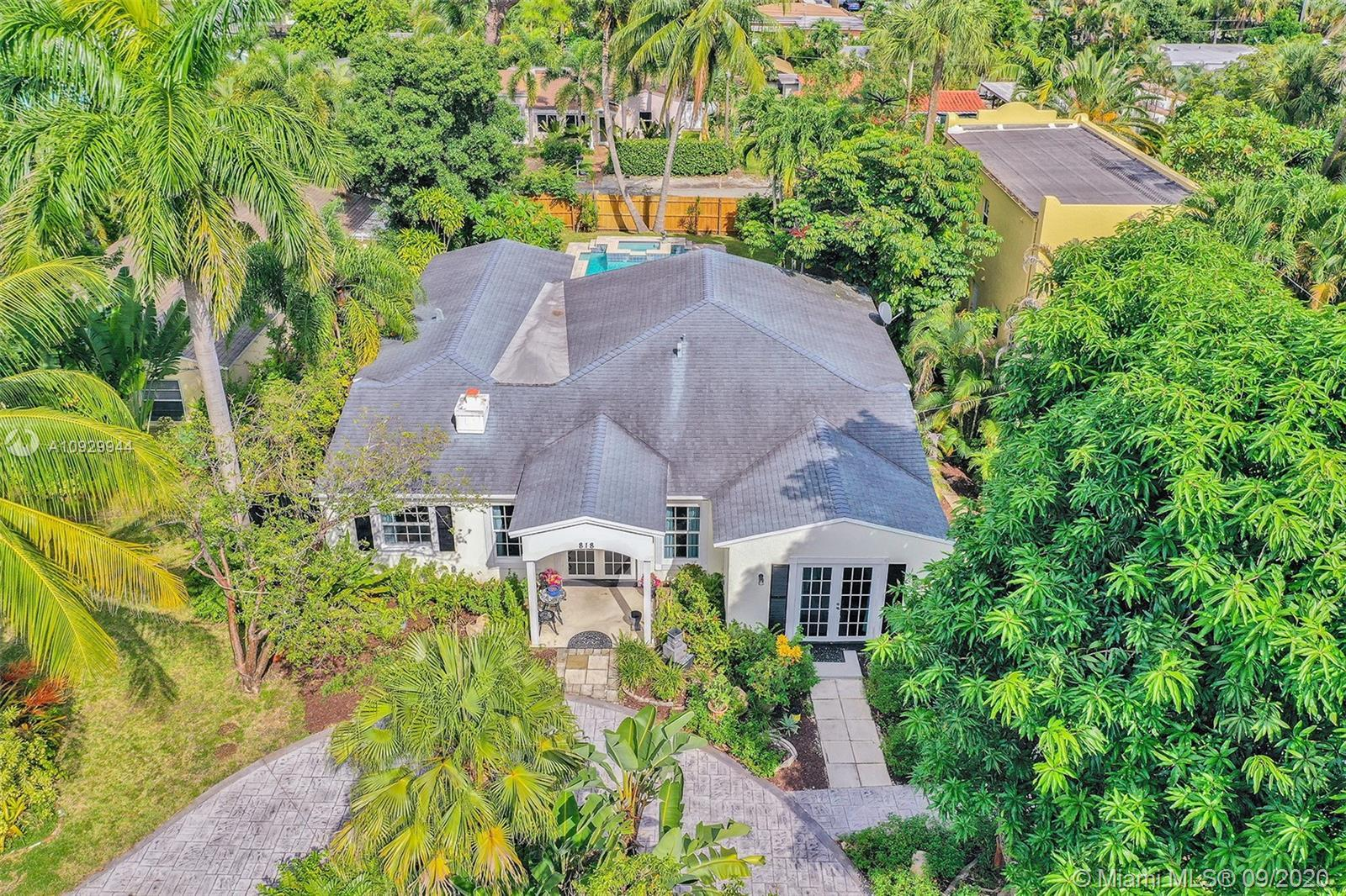 Don't miss out out this 4bed/2bath gorgeous home hidden in Tarpon River of East Fort Lauderdale(Acro