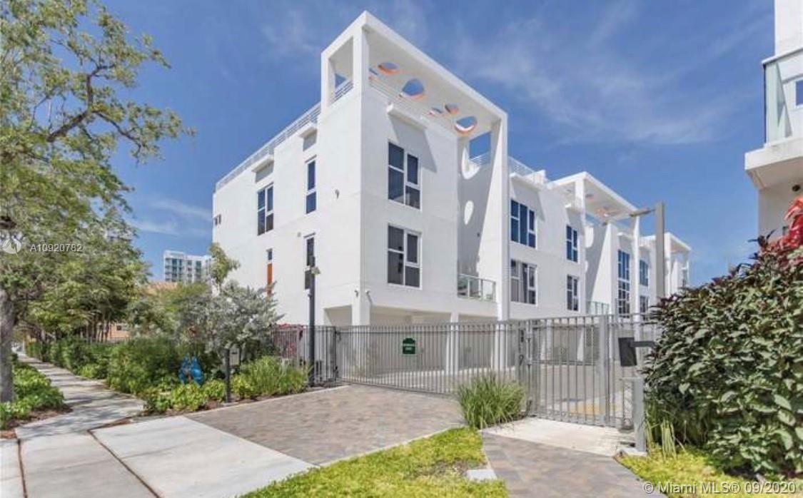 Beautiful Tri-Level condo New Construction. Minutes from Art Basel in design district. Close to shop