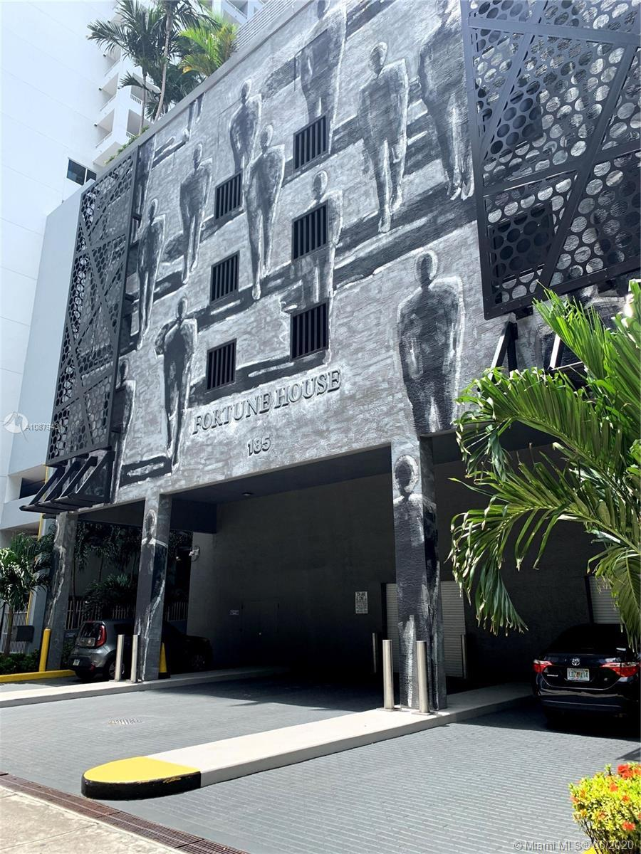 Excellent investment opportunity 1 BEDROOM/1 BATHROOM unit in Brickell. Fortune House Condo is a ful