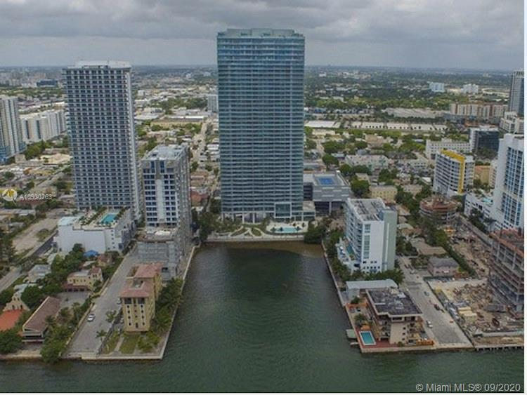 SPECTACULAR UNIT 2 BEDS 2 BATHS AT THE ICON BAY MIAMI NON BLOCKING VIEW OF THE BAY PRIVATE ELEVATOR